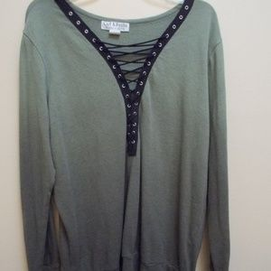 Green Long Sleeve Sweatshirt with Black Lace Up Fr